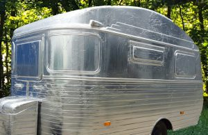 Zilveren caravan